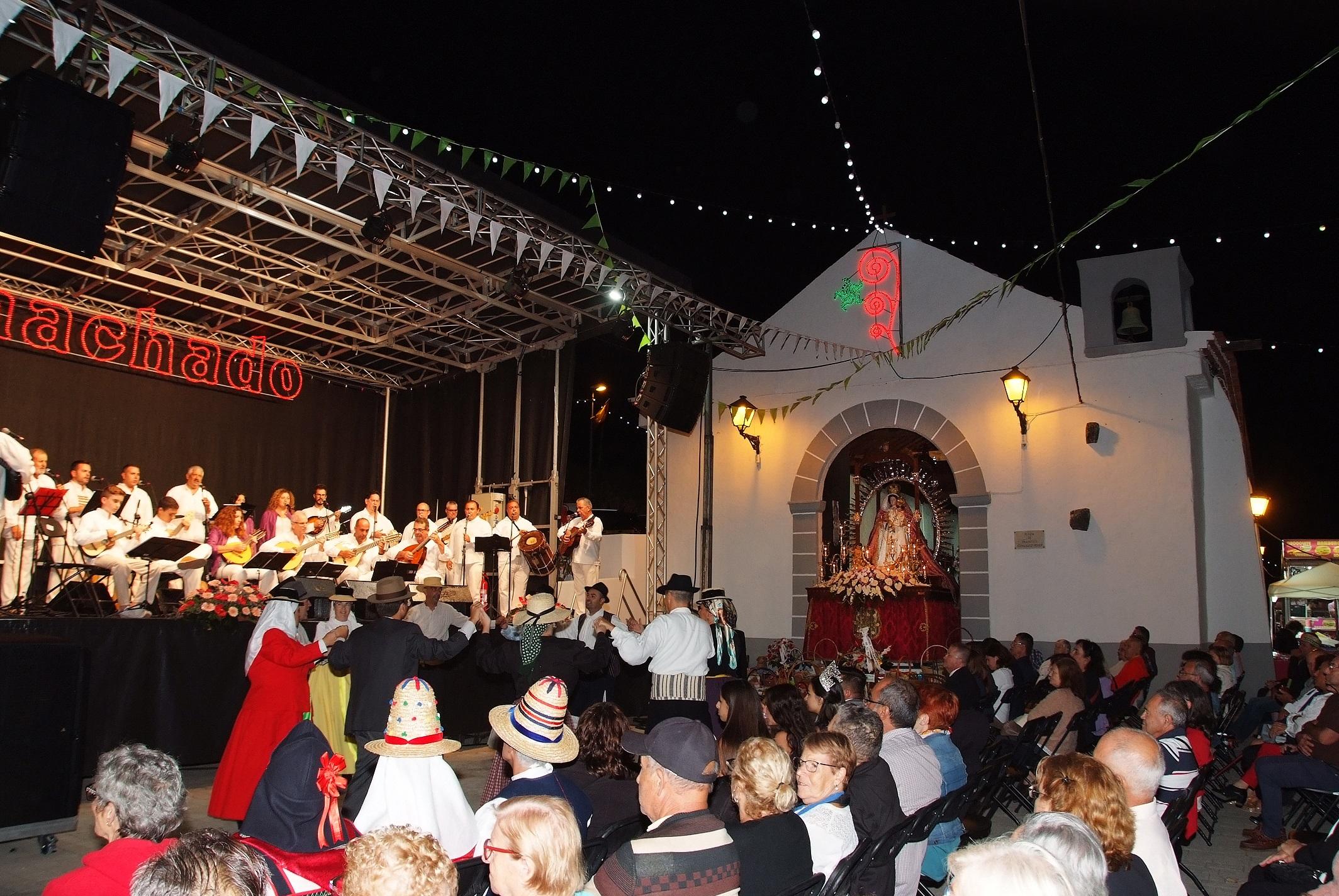 8-10-2019 Ofrenda por el Día de la Virgen del Rosario (2)