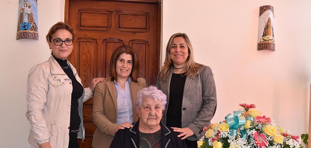noticia-Homenaje-Vecina-mas-anciana-de-El-Rosario-8-03-2017-1