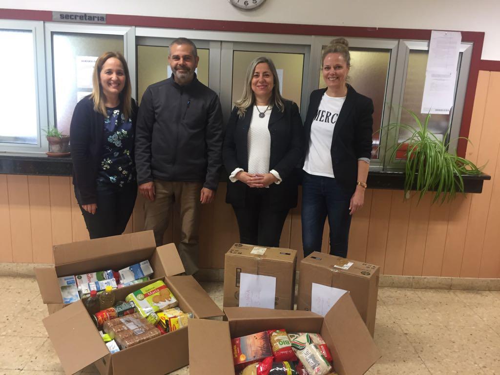 Entrega alimentos del colegio Leoncio Rodríguez