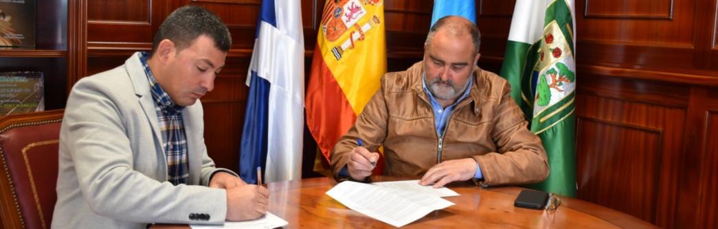 firma-contrato-parque-infantil-llanoblanco-1