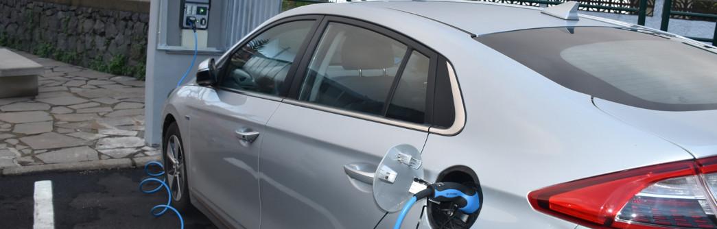 primer-punto-recarga-coche-electrico-1