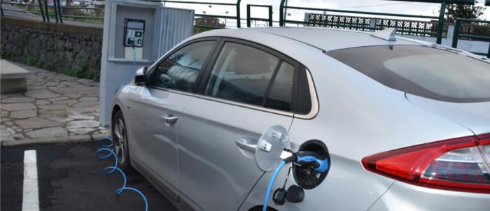 primer-punto-recarga-coche-electrico-2