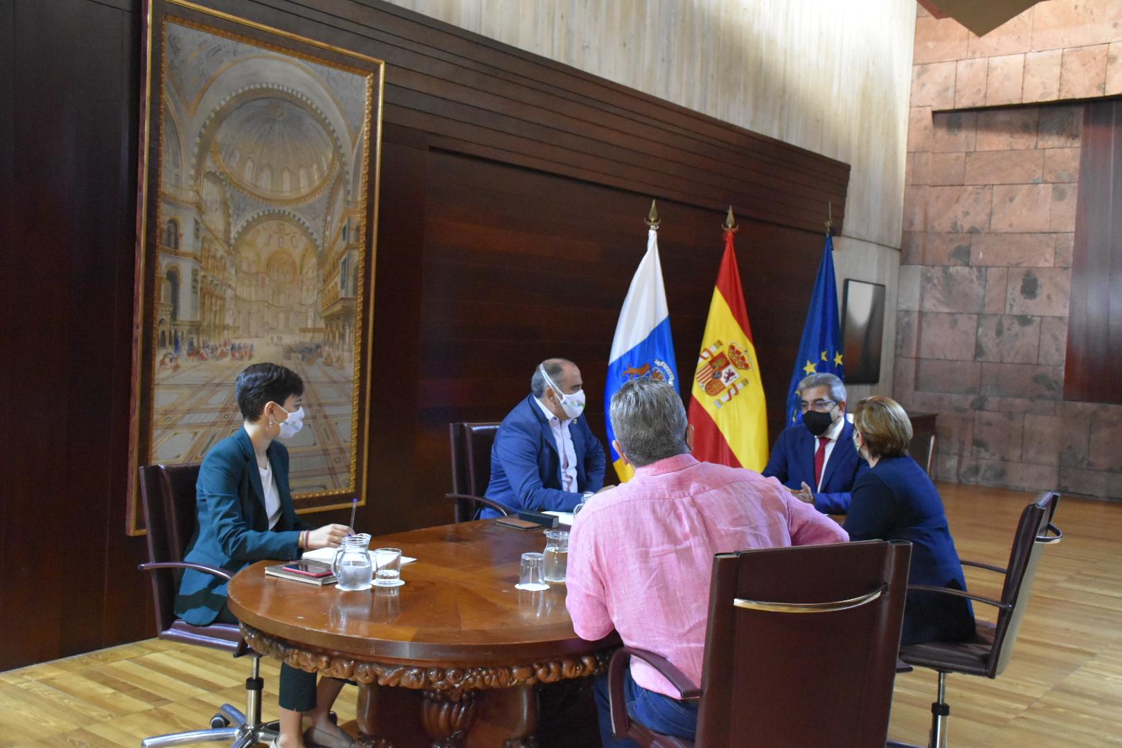 Reunión Alcalde El Rosario - Consejería Hacienda (4)