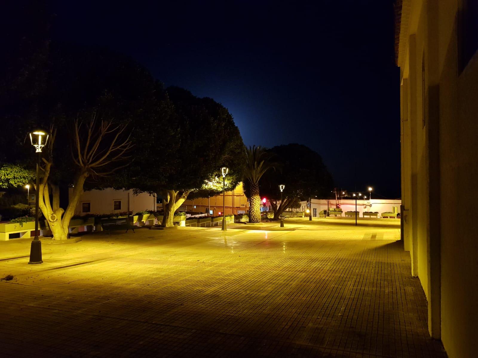 Nueva iluminación plaza Llano del Moro (3)
